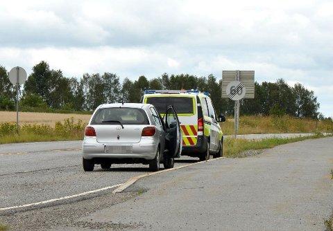 BLE STOPPET TIL SLUTT: Etter å ha kjørt flere kilometer i feil kjøreretning på E6 fikk politiet til slutt kontroll på sjåføren ved en avkjøring på Mogreina.