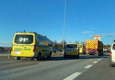 TO KOLLISJONER: Nødetatene har torsdag ettermiddag rykket ut til to trafikkhendelser på E6. Det medfører massive forsinkelser på motorveien.