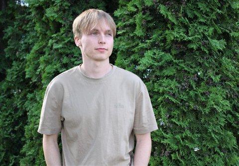 REISER TILBAKE: Eivind Løkstad planlegger å kjøre med noen venner til studiebygda Volda. – Det er kjipt om vi blir nødt til å sitte inne under hele fadderuka, sier 22-åringen.