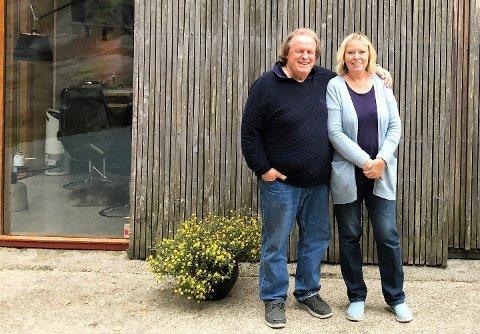 SOLGT: Det er med tungt hjerte Kirsten og Rune Drægni selger Villa Holme. Samtidig er det lettet over å ha funnet de rette kjøperne.