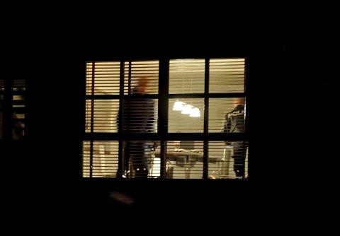 Åstedsundersøkelse: Politiet var på plass for å foreta sin åstedsundersøkelse etter innbruddene i Tandbergåsen tirsdag kveld. Foto: Svein-Ivar Pedersen