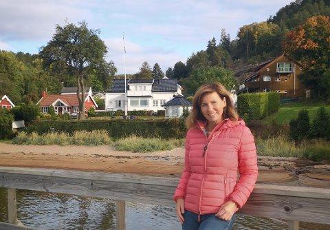Idyllisk arbeidsplass: Sandviken eies av Mona Steenberg Gran (avbildet), som også bruker eiendommen for kurs, samtale og coaching.