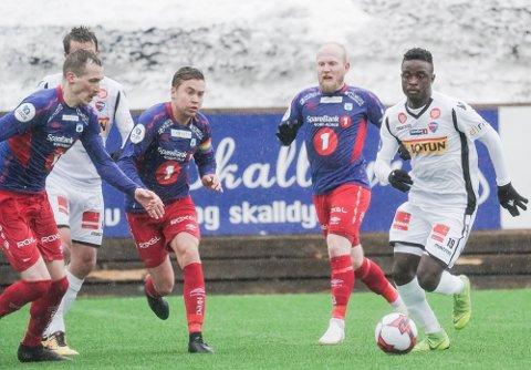 JEVN BATALJE: Tromsdalen ga Brice Wembangomo og SF tøff kamp 2. påskedag.