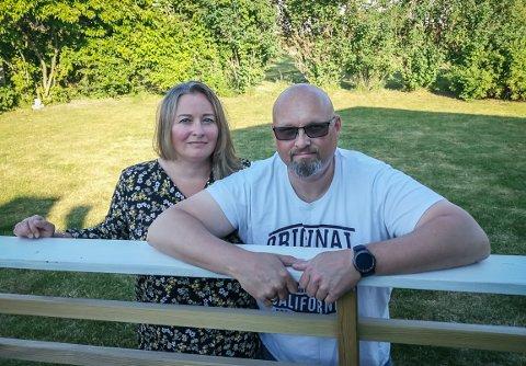 ETTERVIRKNINGER AV KORONA: Ekteparet Inger-Lise (44) og Ulf Andresen (46) er friskmeldte etter å ha vært smittet med koronaviruset. Men de sliter fortsatt med pusten - tre måneder etter at de ble smittet i midten av mars.