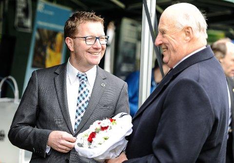 Ole Gabrielsen fikk Kong Harald til å trekke på smilebåndet da kongen besøkte Halden i 2017. Da var Gabrielsen sjef på NCE.