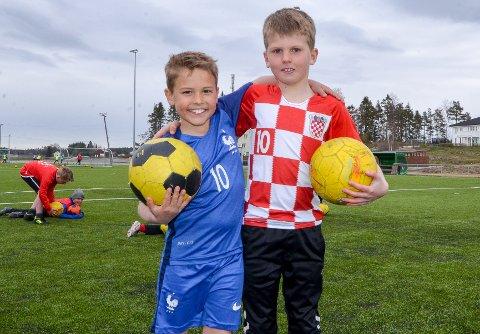 GUTTA-KRUTT: Max Huse (8) og William Pedersen (8) elsker fotball og var de yngste på fotballskolen