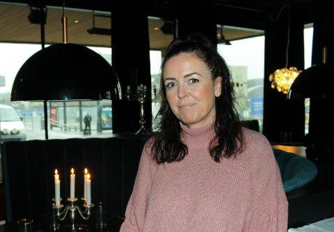 FORTVILER: Innehaver av restaurant No4 i Ski, Cathrin Jakobsen Myhre, fortviler over de nye smitteverntiltakene i kommunen.