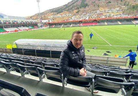MARKNADSSJEF: Terje Teigen har ansvaret for å skaffa midlar frå samarbeidspartnerar og sponsorar til Sogndal Fotball. – Det er to ulike ting å møta ein partnar når me har tapt to kampar og når me har vunne to kampar, seier han.