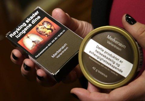 LIKE. Slik skal røykpakker og snusesker vil se fra sommeren. Foto: Vidar Ruud (NTB scanpix)