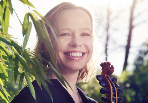 """ÅRETS FOLKEMUSIKER: Anne Hytta fra Sauland i Hjartdal ble søndag kveld kåret til """"Årets folkemusikar 2018""""."""