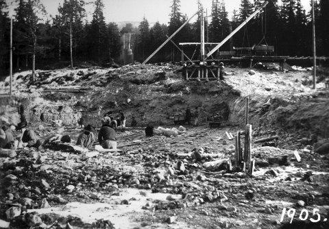 STARTEN: Svelgfoss utviklet seg til et komplett samfunn. Sam Eyde måtte lykkes med prosjektet - og gjorde det med 26 år gamle Sigurd Kloumann som holdt i tømmene.