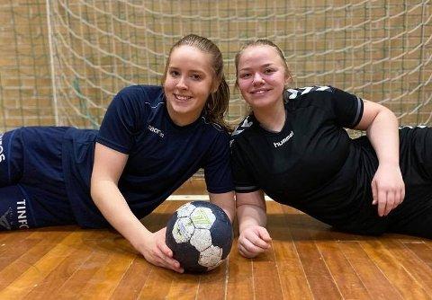 STOR TRIVES: Charlotte og Tina utvikler håndballferdighetene på prestisje skole i Danmark. - Nivået er noe helt annet enn hva vi er vant til.