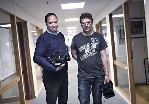 Siste snutt: Pål Sundøy (til venstre) og Trond Hasselø redigerer sine siste videosnutter som vises på TKTV fredag ettermiddag.Foto: Alexander Lehmann