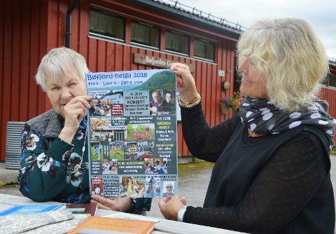 Ragnhild Skrøvset (t.v.) og Inger Lise Heggem inviterer på vegne av arrangørene Bøfjorden Historielag og Åsskard Bygdekvinnelag.