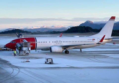 I GANG: Norwegian er i gang med rutefly mellom Kvernberget og Gardermoen. Her har det første flyet landet på Kvernberget fredag formiddag.