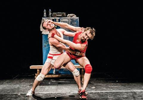 SJEFENS FAVORITT: Det går virkelig for seg i den argentinske danse-bryteforestillingen «Un Poyo Rojo», som er blant det kulturhuset på Nøtterøy vil by sitt publikum  den kommende våren.