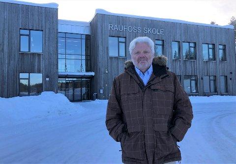 BEKREFTER: Rektor ved Raufoss skole, Geir Westby Larson, bekrefter at de har et antall ansatte i karantene og at noen trinn må ha hjemmeundervisning.
