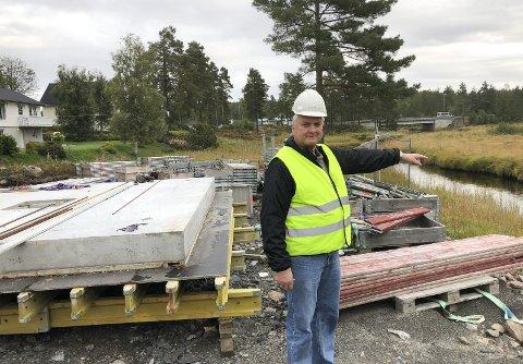 Forskerne gir råd til kommunen: Enhetsleder Tore Smeland forteller om Nivas studier som konkluderer med at mer utslipp fra renseanlegget er trygt for naturen. Foto: Anne Kristine Dehli