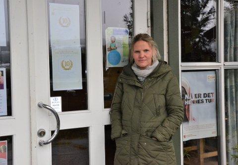 RAMMES HARDT: Nord-Aurdal Frivilligsentral taper nesten 200.000 kroner i året på regjeringens endring i finansieringsmodellen til frivilligsentralene, men Nord-Aurdal er likevel den av valdreskommunene som blir minst rammet. - Nok et ledd i regjeringens sentraliseringspolitikk, mener daglig leder Marta Bjørnøy Lalim.
