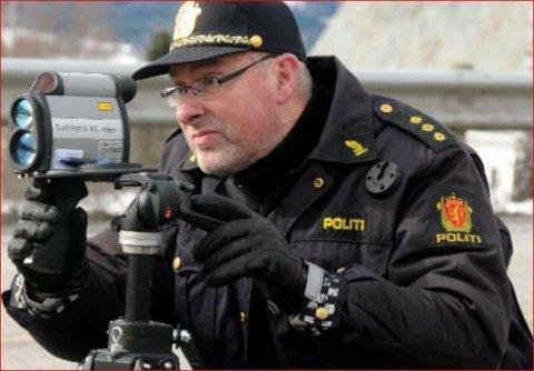Stoppa: Fem bilistar vart stoppa under fartskontrollen i Ulnes laurdag.