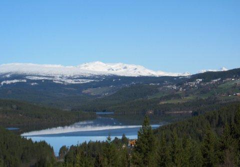 Heggefjorden: Søndag var det att ein kile av is på tvers av vatnet, så kanskje blir vatnet isfritt til 17. mai?
