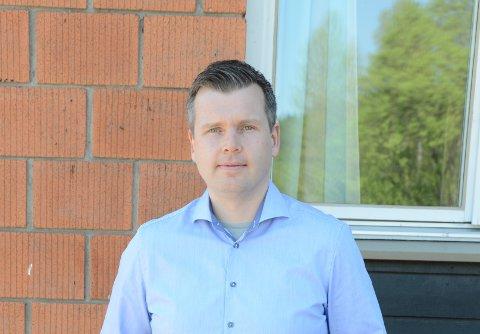 IKKE SÅ DRAMATISK: Rektor Sverre Johannessen ved Nittedal ungdomsskole sier at mandagens hendelse er tatt hånd om, og han vil ikke knytte denne til tidligere konflikter i bygdas ungdomsmiljøer.
