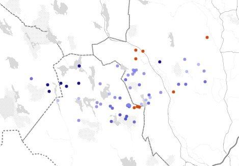 TORDENVÆR:Lynkart mandag klokka 13.14, der rød prikk viser nedslag siste minutt, og blå innenfor siste time.