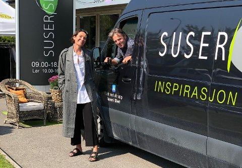 FAMILIEFORETAK: Siv Heleen og Tore Grødem driver Suser i sivet sammen. – Jeg tar alle bildene av min kone som legges ut på de ulike kanalene: Facebook, Instagram, epost og vår egen Suser i Sivet-app. Det blir ca 1.500 bilder i uka, sier Tore.
