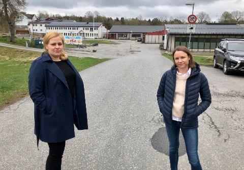 – Sentrumsargumentasjonen må ikke stoppe en ny skole på Fagerstrand, sier Tina Nyhuus (t.v.) og Marie Degerud Jeppesen i Aksjonsgruppa Myklerud barneskole