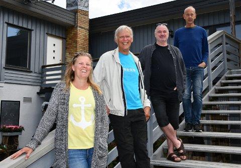 Lena Olsen, Lennart Carlsson, Jens Chr. Bøhler-Bjerkeland og Pål Erik Plaum kunne stolt vise fram de nye lokalene etter at kontrakten var signert.