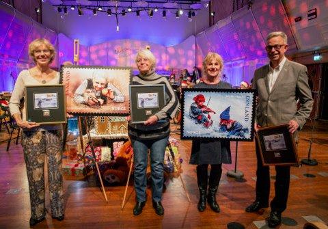Julefrimerkene 2019 ble lansert før en konsert med KORK i Store Studio, med julekalendre som tema. Fra venstre Anniken og Vibeke Kolstad (døtre av Henki Kolstad), Gudny Ingebjørg Hagen og frimerkedirektør Halvor Fasting.