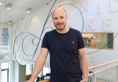 Rektor Christoffer Gautland Andersen er nå på leting etter en lærer i 100% stilling ved Abel skole.