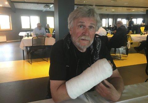 Et venstrehåndsarbeid: Kronikken er skrevet med venstre hånd, etter at Knut Eide brakk den høyre og fikk et meget vellykket møte med norsk helsevesen.