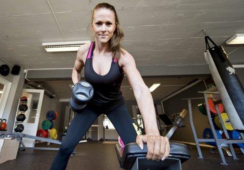 Tar i: Jeanette Dalseghagen fra Askøy er norsk- og nordisk mester i fitness, og det i debutsesongen. Samtidig reagerer hun kraftig på                                                                en kronikk i Dagbladet som hun opplever mistenkeliggjør alle som når opp i fitness. foto: rune johansen