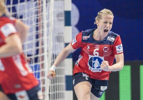 Heidi Løke jubler etter en av scoringene sine i kampen mellom Norge og Tyskland. Foto: Vidar Ruud / NTB scanpix