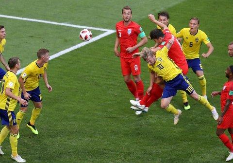England slo Sverige 2-0 etter scoringer av Maguire og Alli.