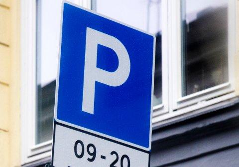 Blant avgiftsendringene som trer i kraft 1.  januar er dyrere parkering i Bergen. Snus og vin blir billigere, og alternativ behandling dyrere.