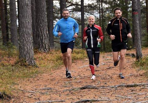 FULL FRES PÅ TRENING: Karsten Liljedal Torgersen (fra v.), Benedicte Solvin og Hans-Tore Grøterud spisser formen foran Furumomila lørdag.