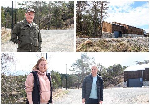 FORNØYDE: Kolbjørn Nodland, Lisbeth Mo og Rebekka Ege er alle fornøyde med hvordan området rundt det nye vannbehandlingsanlegget i Vannbassengan har blitt.