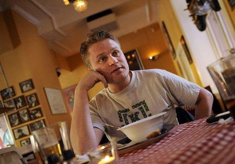 DELTAKER I REALITYPROGRAM: Drammenser Edward Schultheiss (43) er blant kjendisene som skal gjøre ulike militære øvelser på Setnesmoen leir i Åndalsnes.