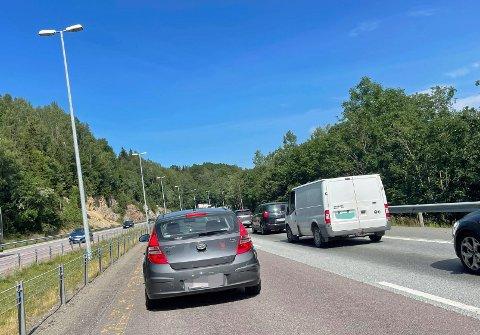 Det er full stopp på E18 mellom Lier og Asker.