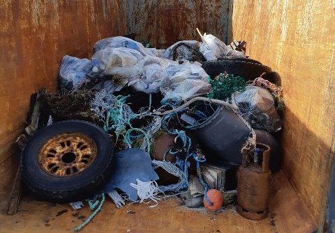 RYDDEAKSJON: Veidnes bygdelag fikk god fangst da de ryddet strandområder på Veidnes.