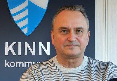 MÅ HENTE HJELP: Den prekære situasjonen ved Måløy legekontor gjer no til at kommunedirektør Terje Heggheim har leigd inn hjelp frå legevikarbyrå.