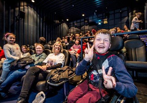 Ble overrasket: Fredrik Mathisen (11) ante ingenting da han ble med klassen til Fredrikstad kino på tirsdag morgen.