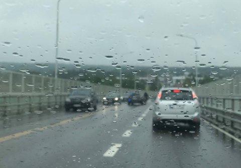 Dene ene bilen som var innblandet i ulykken sto i det midterste kjørefeltet ved 13.30-tiden.