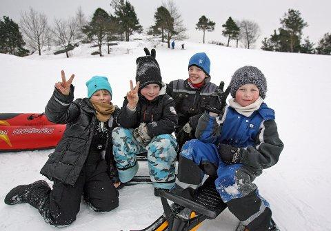 VINTERFERIE: Elias Thomassen (fra venstre), Mats Christian Askerød Thorvaldsen, Daniel Thorkilsen og Elias Von Düring deltok på Ferieklubbens akedag i Nesparken vinteren 2018.