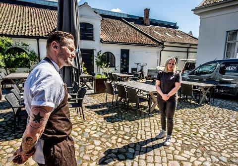 KLARE: Robert Petersen og Lene Nilsen gleder seg til fredagens åpning.