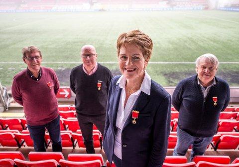 Denne kvartetten ble torsdag hedret på Fredrikstad Stadion. Fra venstre: Robert Nilsson, Jan Erik Østberg, Unni Mathisen og Tom Pettersen,