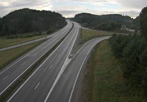 Slik ser det ut på E6 inn mot Svinesundsbroa på svensk side. Ikke uventet er bildet helt annerledes enn bare ett døgn tidligere.