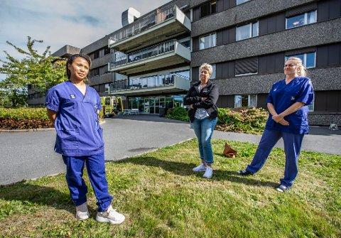 Cherry Jane Solberg (til venstre) og Camilla Arefjord (til høyre) er plasstillitsvalgte for sykepleierforbundet og Fagforbundet ved Fredrikstad korttidssenter.